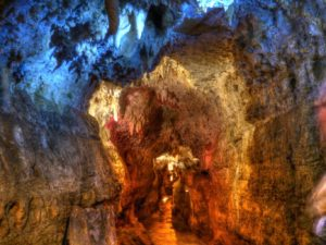 http://www.crystallakecave.com/